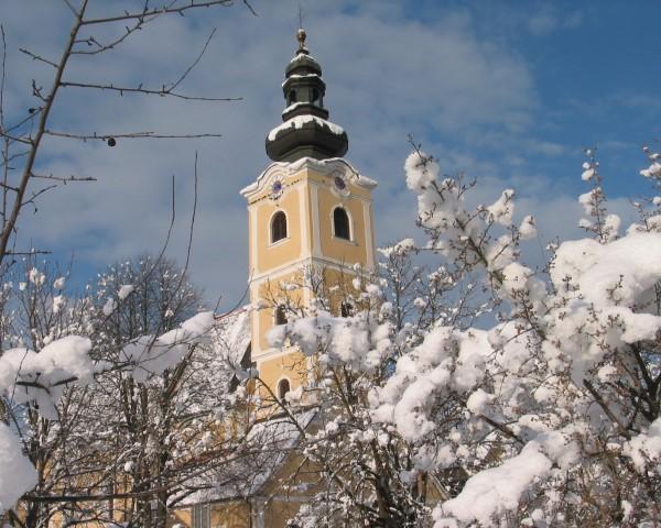 Pfarrkirche mit Schnee