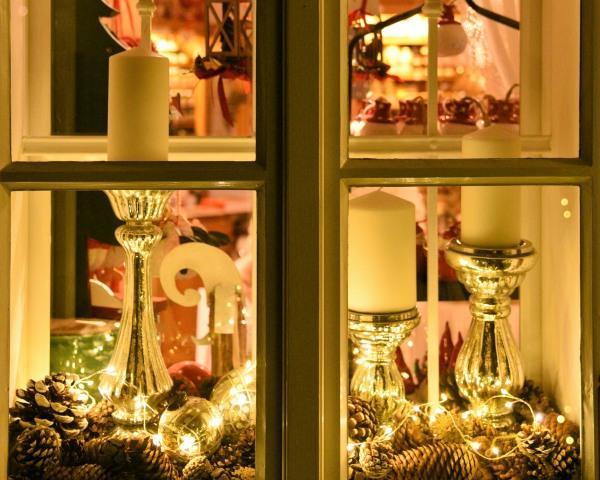 Fenster mit Beleuchtung@Lederer