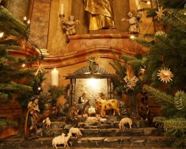 Weihnachtskrippe in der Pfarrkirche@Lederer