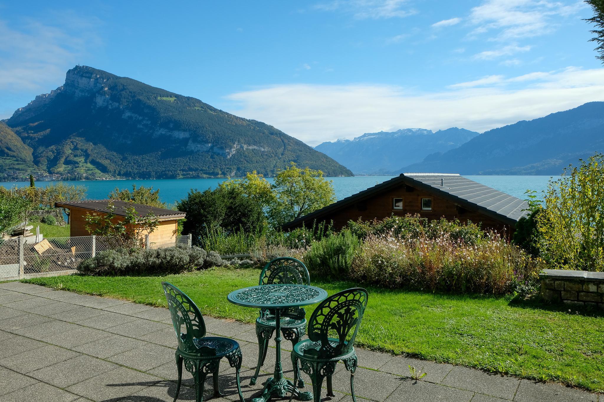 Terrasse mit Aussicht auf See & Berge