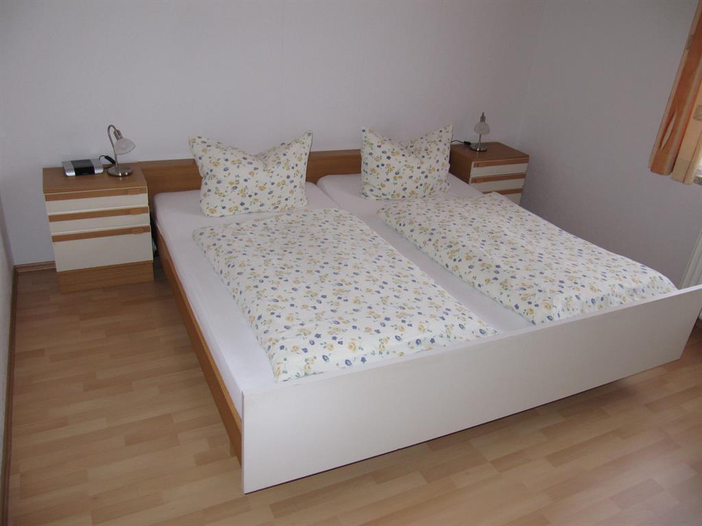 Schlafzimmer 2 a