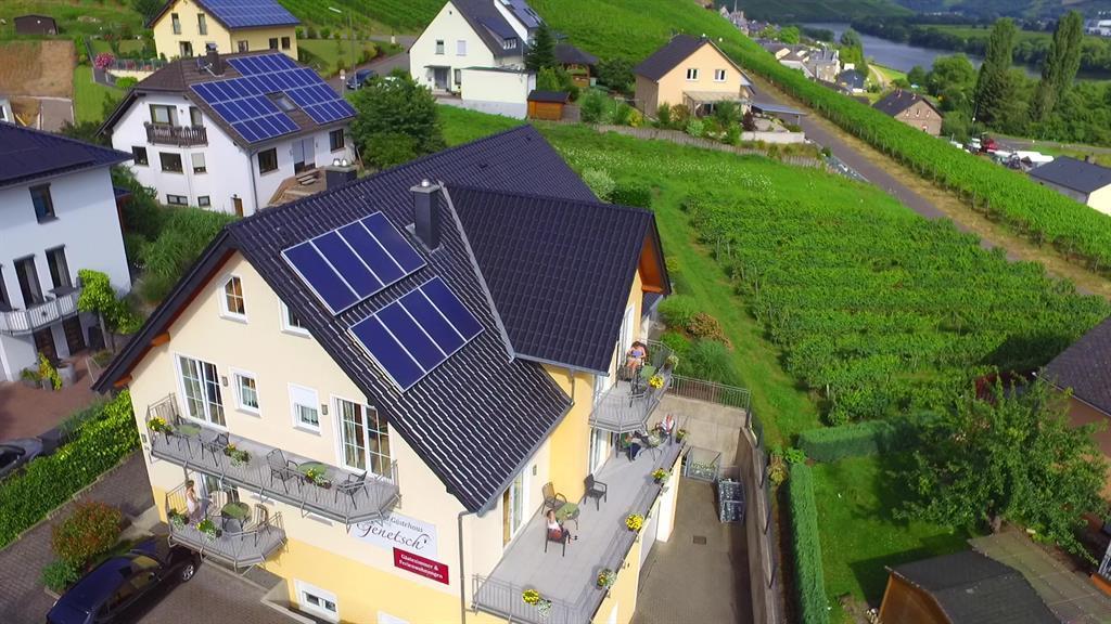 Luftaufnahme Wein- und Gästehaus Genetsch Lieser B