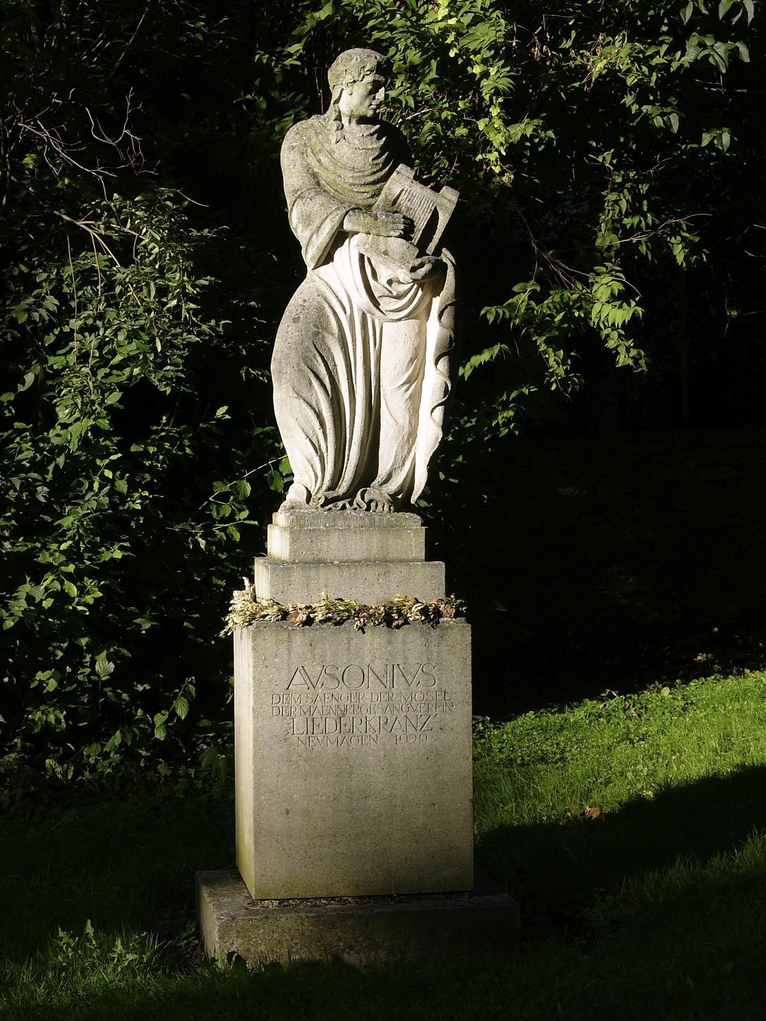 Ausoniusdenkmal