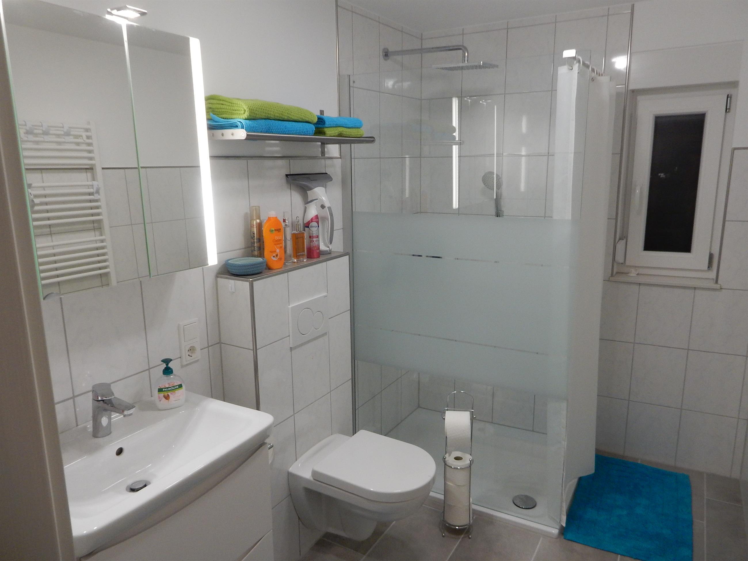 Bad mit Dusche (Engel)