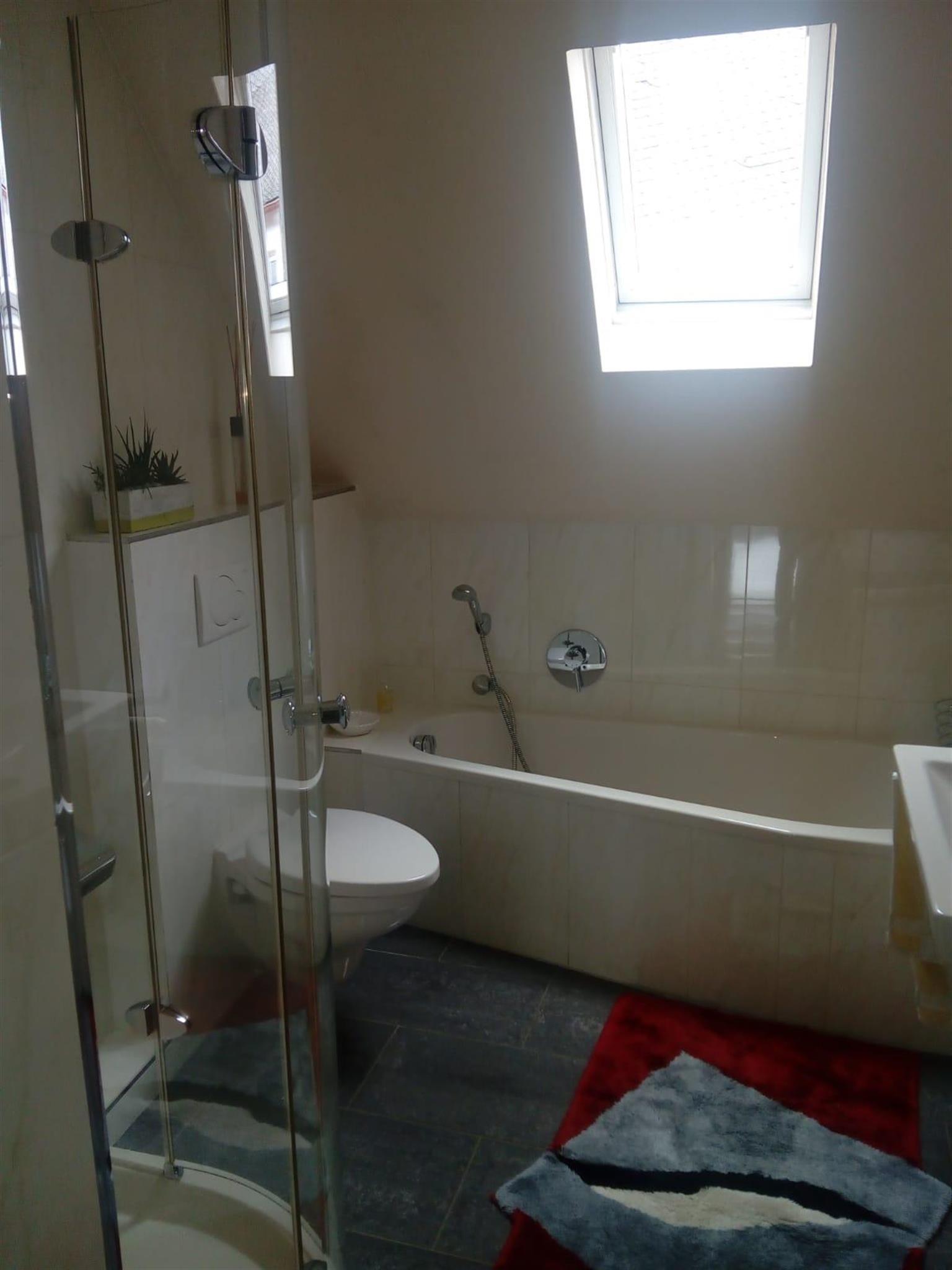 Appartement Bad mit Wanne und Dusche