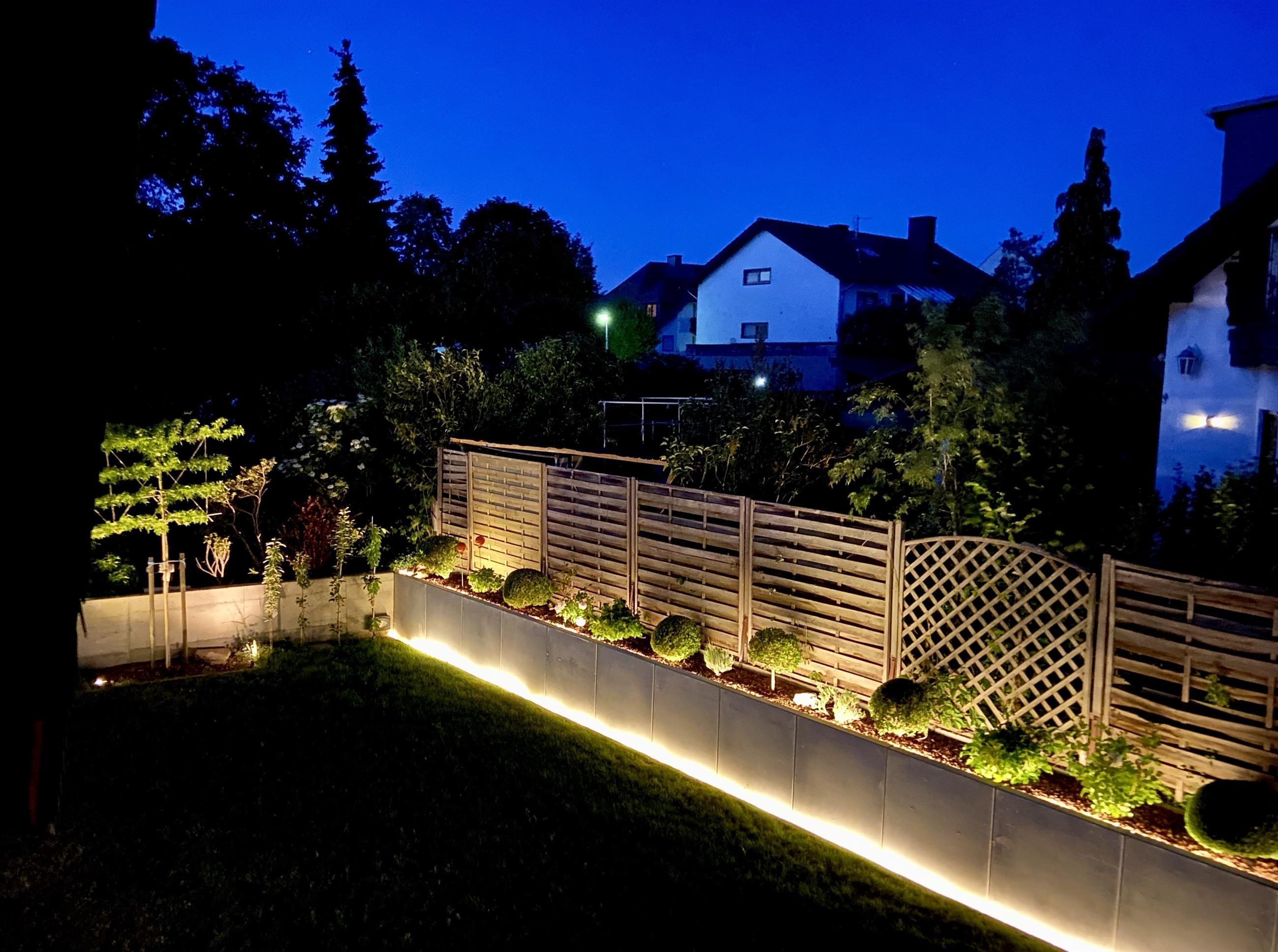 Abendlicher Blick vom Bakon in den Garten