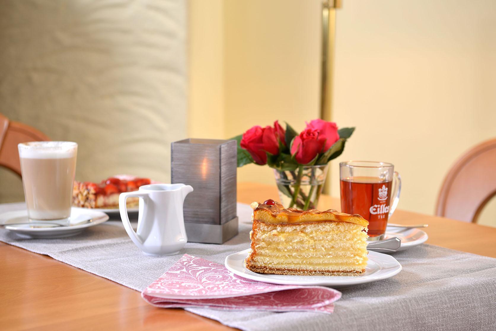Moselhotel Burg-Café Alken - Kuchen/Torte