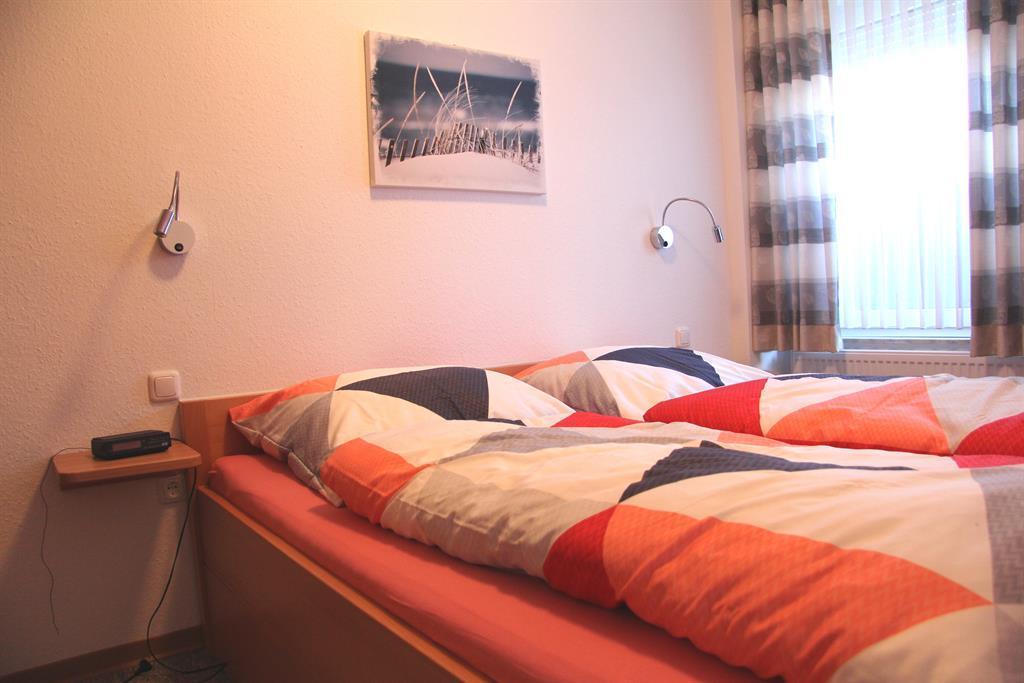 2. Schlafzimmer Doppelbett (1,80mx2,00m)
