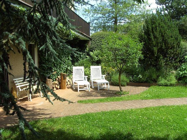 Terasse mit Blick zum Garten