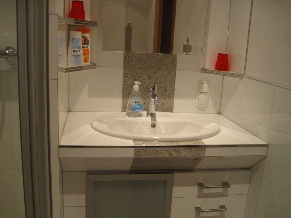 Ferienwohnung kl cker appartamento doccia wc 1 camera da letto kalkeifel - Doccia in camera da letto ...