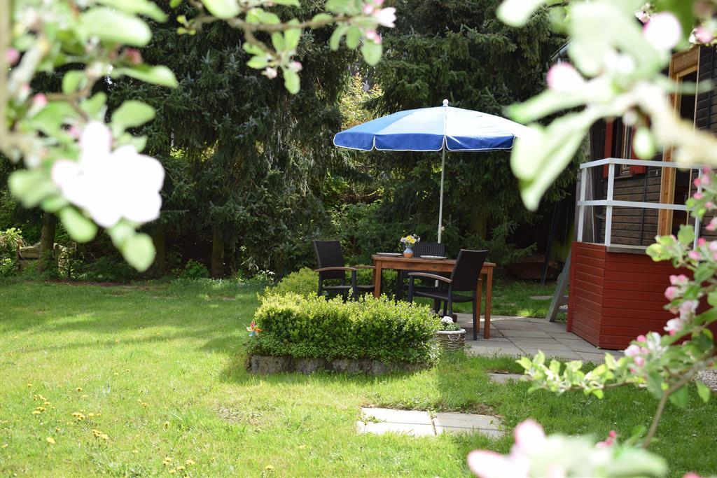 Garten mit Eingang zur Küche, Grill (Kohle, Holz)