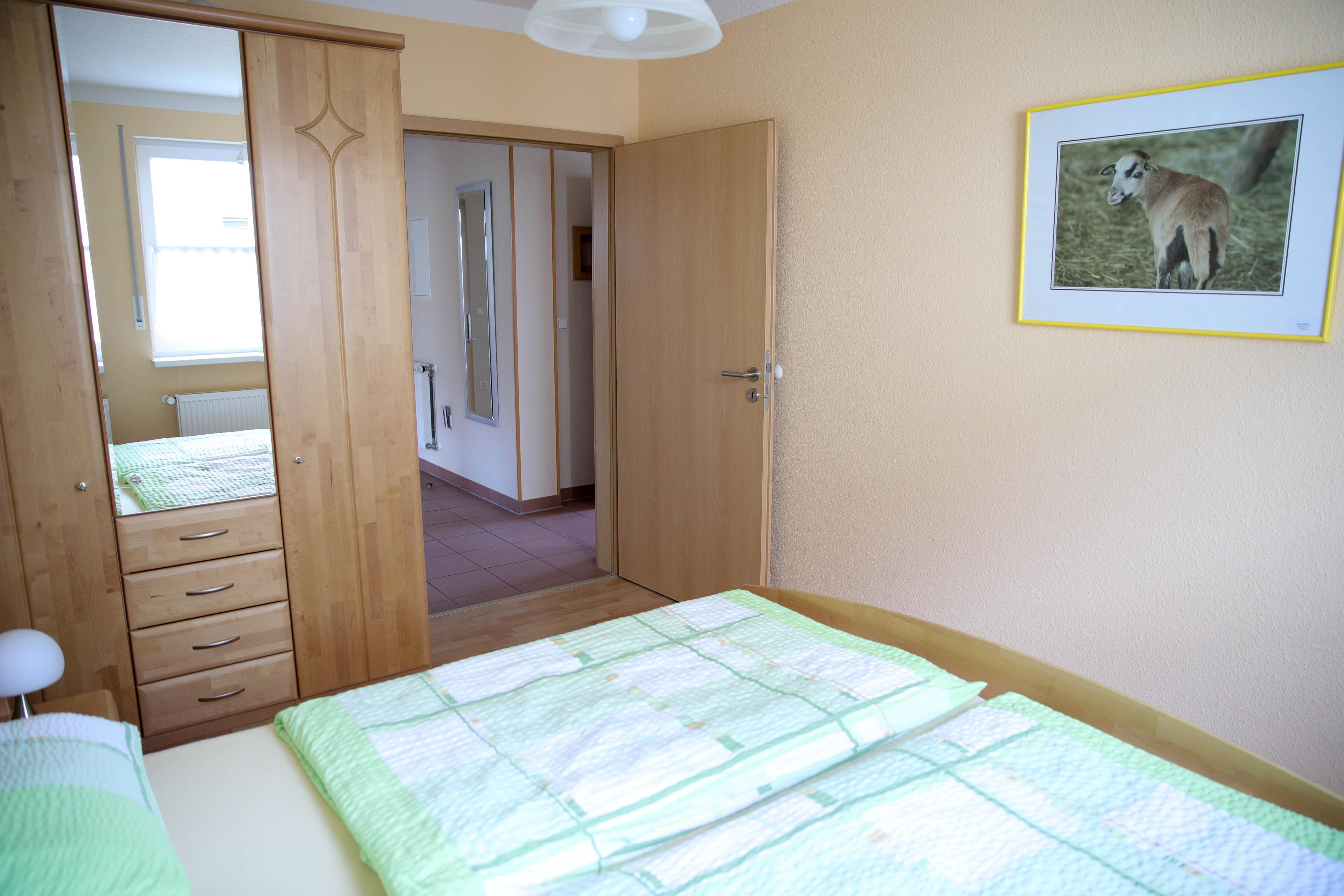 FeWo 1 - Schlafzimmer klein (Bild 2)