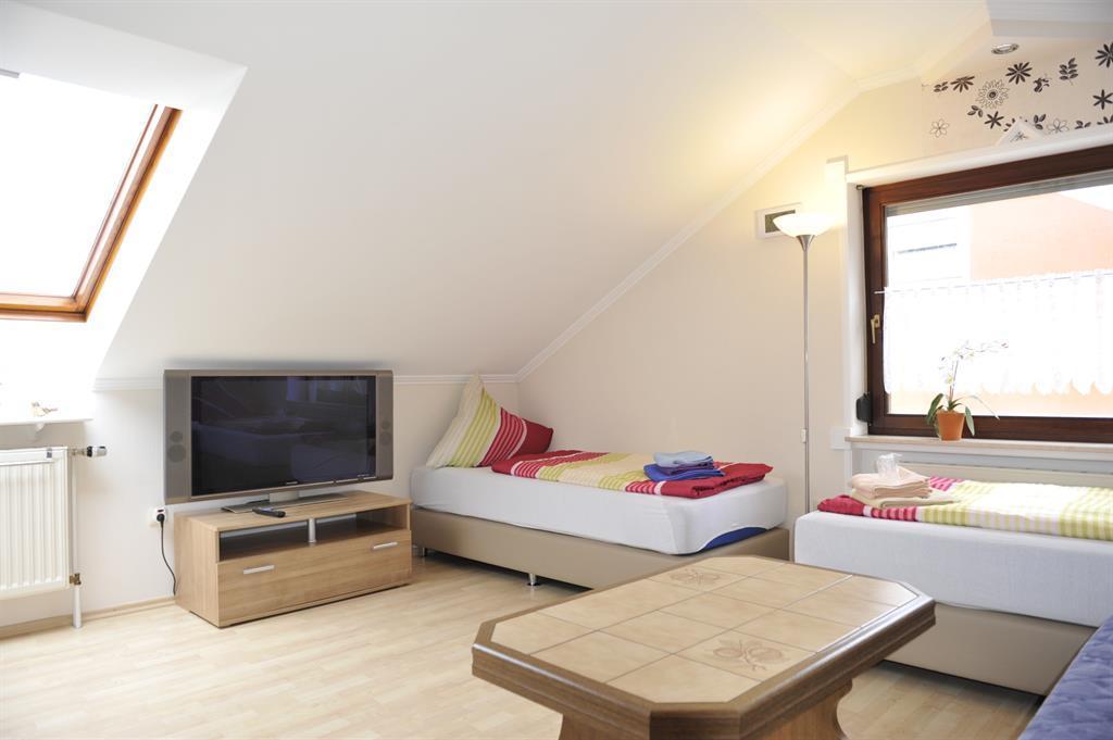 Ferienwohnung pension michels roden 8 bettwohnung for Wohnzimmer 80 qm
