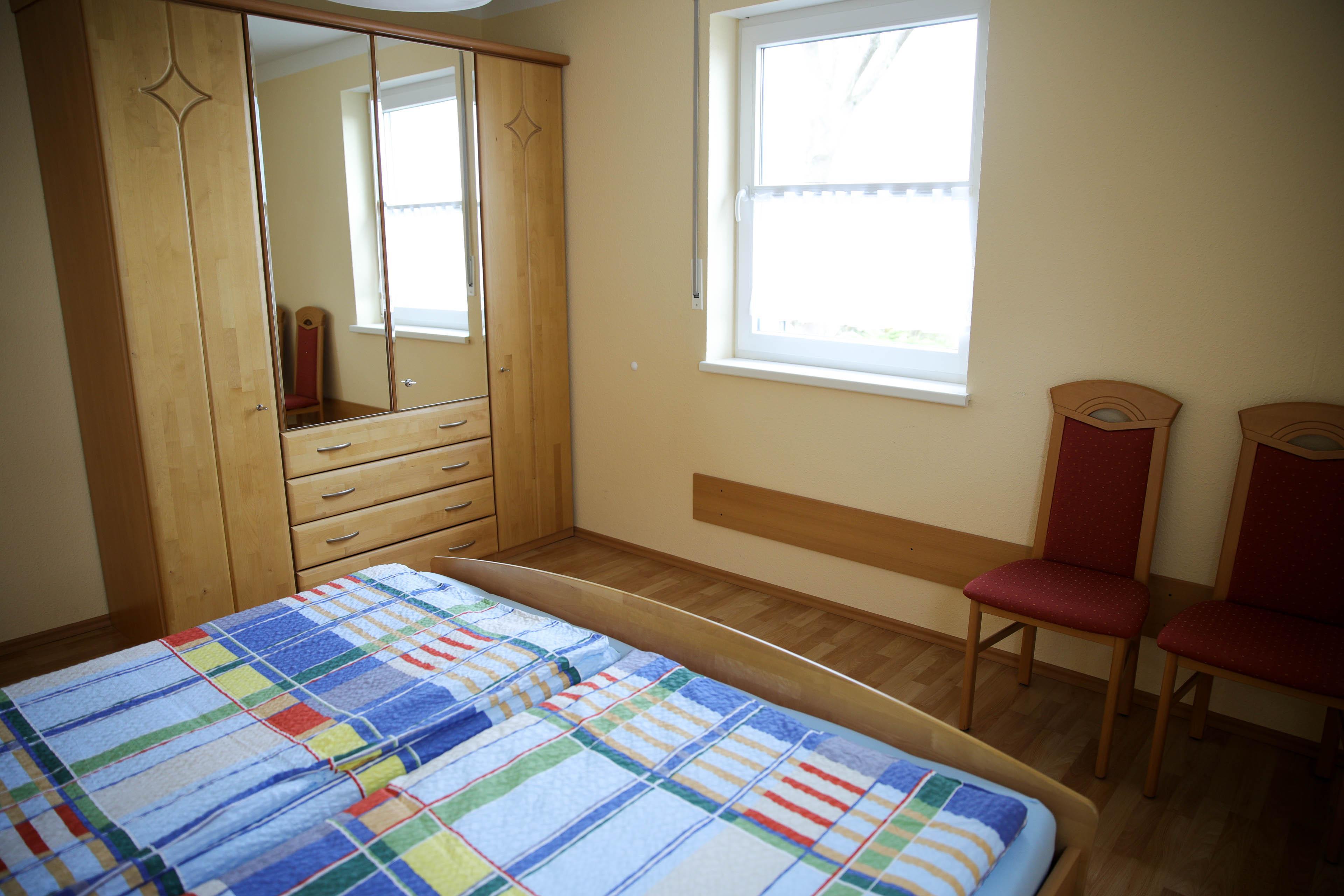 FeWo 1 - Schlafzimmer groß (Bild 2