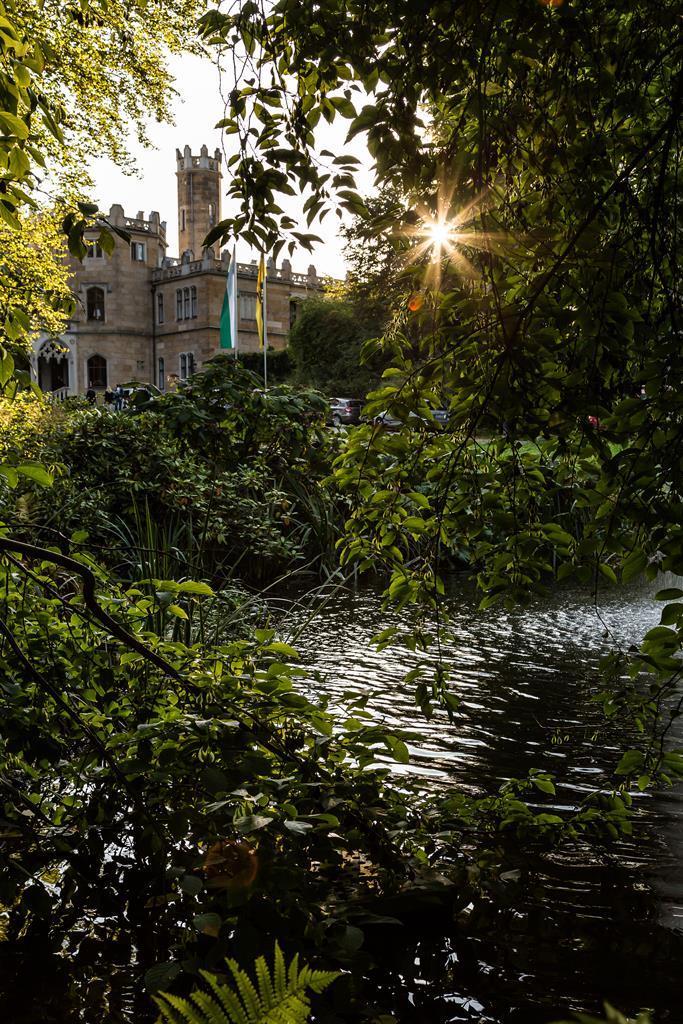 Foto Aussenansicht vom Park zum Schloss