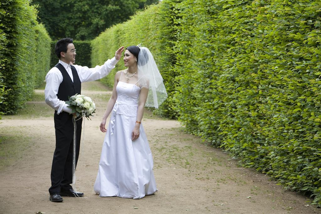 Foto Brautpaar im Schlosspark