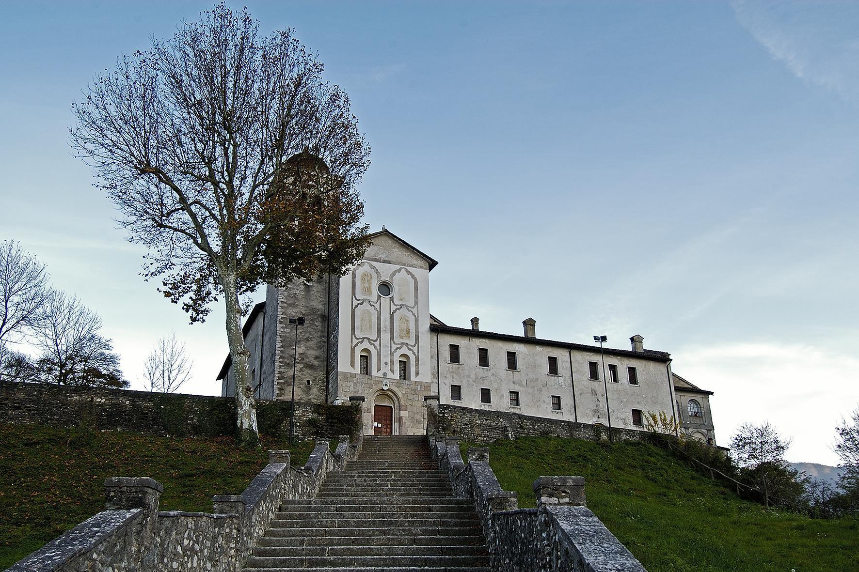 Basilica-Santuario Ss. Vittore e Corona
