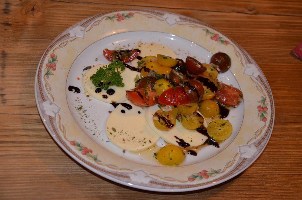 Cherry-Tomaten auf Mozzarella