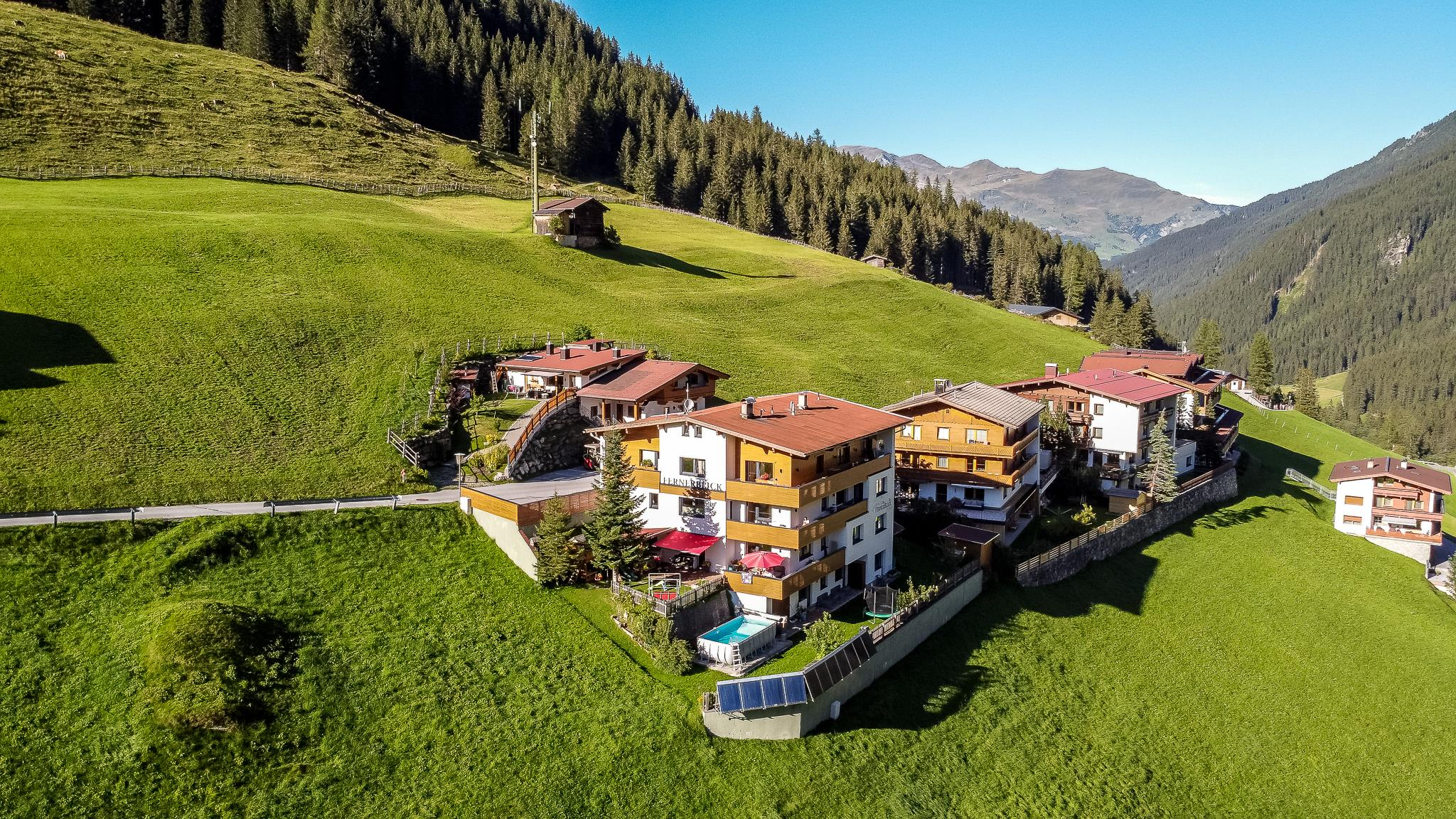 Fernerblick Apartments Hintertux Ansicht Sommer